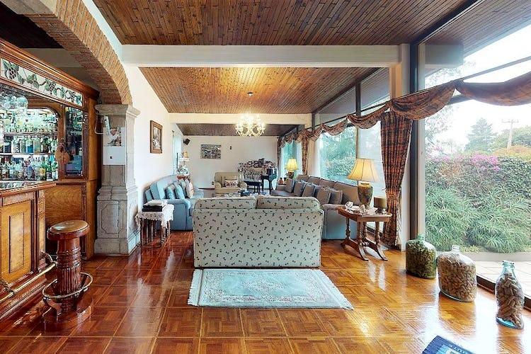Portada Casa en venta en Jardines del Pedregal, 746 m² con jardín