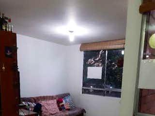 Una sala de estar llena de muebles y una chimenea en VENTA DE APARTAMENTO EN BUENOS AIRES