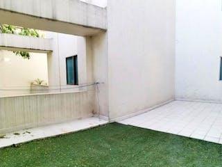 Una puerta que conduce a un edificio con una ventana en Departamento en venta en Anzures de 1 hab.