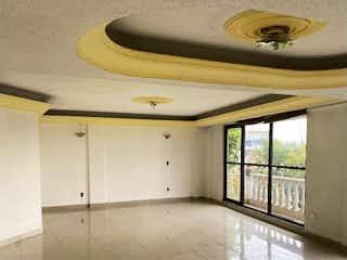 Un cuarto de baño con lavabo y un espejo en Departamento en venta en Lindavista 198m²