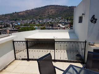 Una vista de un parque con un banco en el fondo en Departamento en venta en San Pedro Zacatenco de 150m²