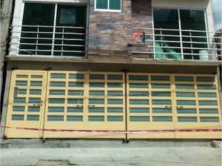 Un edificio muy alto con una ventana delante de él en Departamento en Venta en Moctezuma 2a Sección Venustiano Carranza
