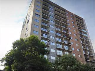 Un edificio alto sentado delante de un edificio en Departamento en venta en Narvarte de 3 alcoba