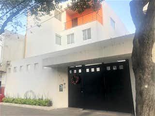 Un edificio con un reloj en el costado en Casa en Venta en Del Valle Centro Benito Juárez