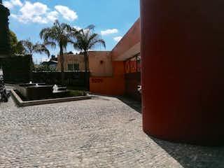 Una boca de incendios delante de una casa en Casa en Venta en Cuajimalpa Cuajimalpa de Morelos