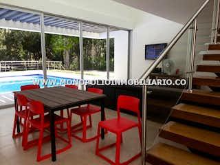 Una habitación que tiene una mesa y sillas en ella en TIERRA DEL SOL 15