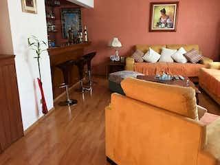 Una sala de estar llena de muebles y una chimenea en Casa en venta en Santa úrsula Coapa 211m²