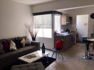 Una sala de estar llena de muebles y una ventana en Departamento en venta en Narvarte de 2 alcobas