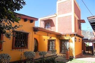 Casa en venta en Santa Cruz Xochitepec, 300 m² con jardín