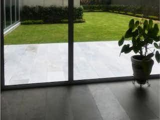 Una imagen de una planta en la esquina de un edificio en Departamento en venta en Nápoles con acceso a Jardín