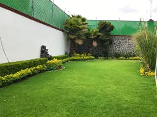 Una vista de un jardín en un jardín en Casa en Venta en Pueblo San Nicolas Totolapan La Magdalena Contreras