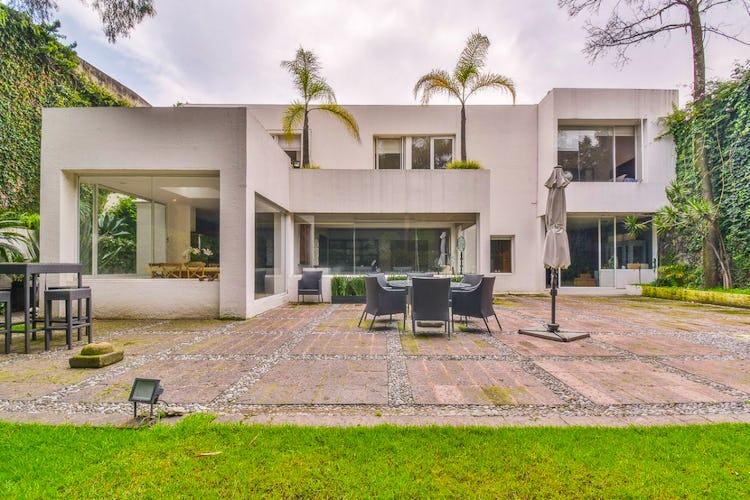 Portada Casa en venta en Jardines del Pedregal, 670 m² con jardín
