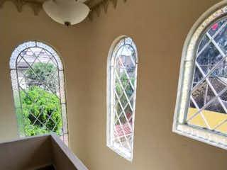 Un baño con dos lavabos y dos espejos en Casa en Venta en 20 de Noviembre Venustiano Carranza