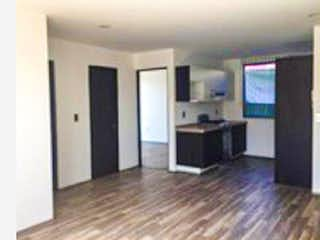 Una sala de estar llena de muebles y una televisión de pantalla plana en Departamento en venta en Sector Popular de 64m² con Bbq...