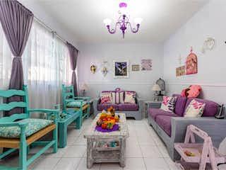 Una sala de estar llena de muebles y decoraciones en Casa en Venta en Narvarte Poniente Benito Juárez