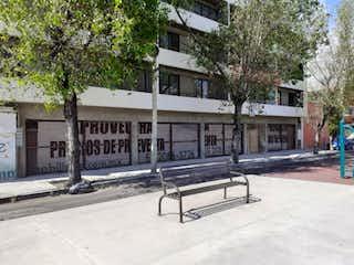 Un banco del parque sentado delante de una casa en Departamento en venta en Asturias, 57m²