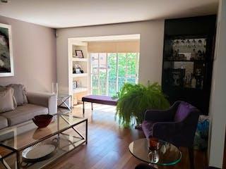 Una sala de estar llena de muebles y una gran ventana en Casa en Venta en Olivar de los Padres Álvaro Obregón
