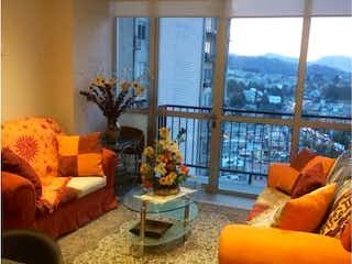 Una sala de estar llena de muebles y una ventana en Departamento en Venta en Contadero Cuajimalpa de Morelos