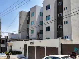 Un gran edificio con un montón de ventanas en él en Departamento en Venta en Pedregal de San Nicolás 4A Sección Tlalpan