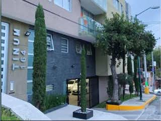 Un edificio alto con un reloj en el costado en Departamento en Venta en Heroes de Padierna Tlalpan