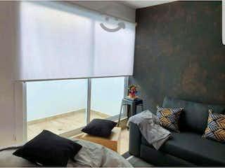 Una sala de estar llena de muebles y una ventana en Departamento en venta en Héroes De Padierna de 75m²