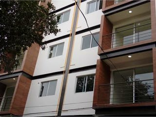 Un gran edificio blanco con una gran ventana en Departamento en venta en Chimilli de 2 alcobas