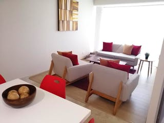 Una sala de estar llena de muebles y una gran ventana en Departamento en venta en El Yaqui 44m² con Bbq...