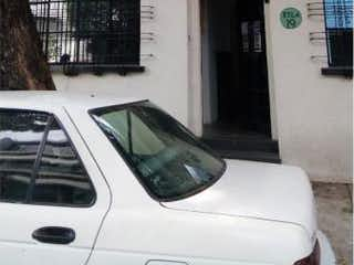 Un coche estacionado delante de un edificio en Casa en Venta en Hipódromo Condesa Cuauhtémoc