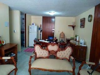 Un dormitorio con una cama y un escritorio en Departamento en venta en Granjas México, de 81mtrs2