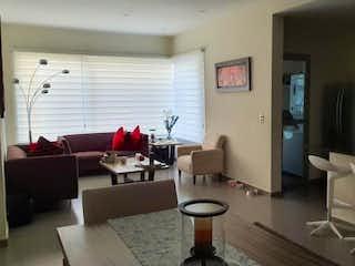 Una sala de estar llena de muebles y una televisión de pantalla plana en Departamento en venta en Santa úrsula Coapa, 115m² con Piscina...