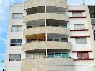Un coche estacionado delante de un edificio alto en Departamento en venta en Granjas México de 104m² con Bbq...
