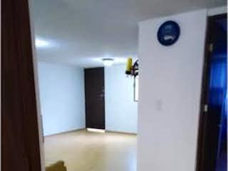 Una persona de pie frente a un espejo en Departamento en venta en Escandón de 95m²