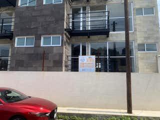 Un coche estacionado delante de un edificio en Departamento en Venta en Viejo Ejido de Santa Úrsula Coapa Coyoacán