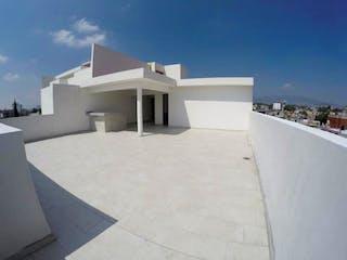 Un edificio blanco con un gran ventanal en él en Departamento en venta en Copilco 163m²