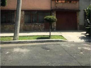 Una señal de calle en una esquina de la calle en Casa en Venta en Reforma Iztaccihuatl Norte Iztacalco