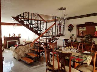Una habitación llena de un montón de muebles de madera en Casa en Venta en Salvador Diaz Miron Gustavo A. Madero