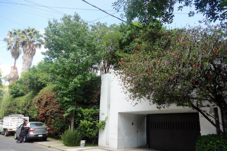 Portada Casa en Venta Jardines del Pedregal,estilo moderno mexicano