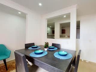 Un comedor con una mesa y sillas en Apartamento en venta en San Isidro de 48m²