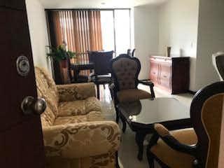Una sala de estar llena de muebles y una gran ventana en Apartamento en venta en Zúñiga, de 94mtrs2
