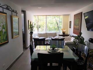 Una sala de estar llena de muebles y una televisión de pantalla plana en Apartamento en venta en Las Acacias, de 67mtrs2