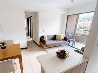 Una sala de estar llena de muebles y una planta en maceta en Apartamento en venta en Machado de 3 alcobas