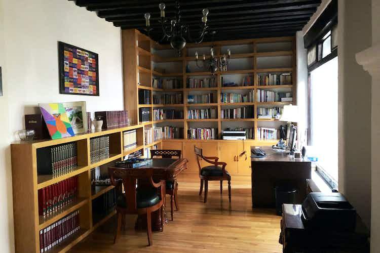 Portada Casa en venta en Barrio del Niño Jesús, 557 m² con jardín