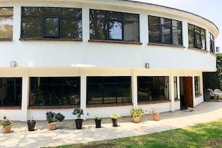 Casa en venta en Las Águilas, 428 m² con jardín