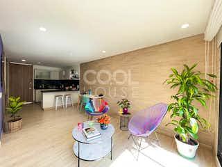 Una sala de estar llena de muebles y una planta en maceta en Apartamento en venta en Bosque Calderón, de 58mtrs2