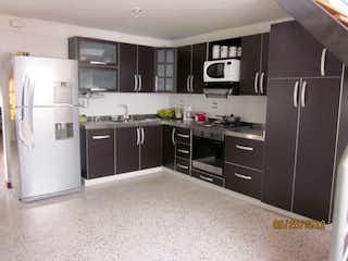 Una cocina con nevera y fregadero en Venta Casa Sabaneta Barrio San Joaquin P.3 C.3406890