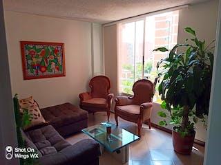 Una sala de estar llena de muebles y una gran ventana en Se Vende Apartamento en Calasanz ,Medellin