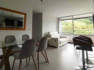 Una sala de estar llena de muebles y una ventana en Apartamento en venta en El Trianón, de 66,14mtrs2
