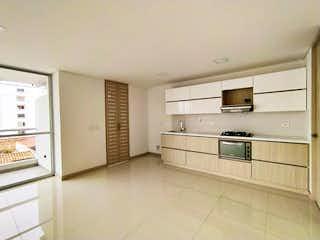 Una cocina con armarios blancos y electrodomésticos blancos en NEW APARTMENT IN LAURELES W/ MODERN DESIGN AND CITY VIEW