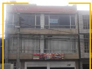 Un gran edificio con una ventana y una ventana en Casa en venta en Techo, 288m²