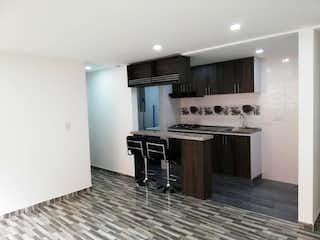 Un cuarto de baño con lavabo y un espejo en Apartamento en venta en Casco Urbano Zipaquirá, de 62mtrs2